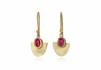Natural, untreated faceted Mozambique rubies set in 18ct gold