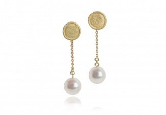Organically shaped 18ct gold studs with 9.0mm round  pearls on fine gold chain