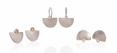 Signature-shaped earrings in 18ct white gold, with champagne and white diamonds