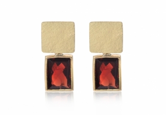 Garnet and 18ct gold earrings